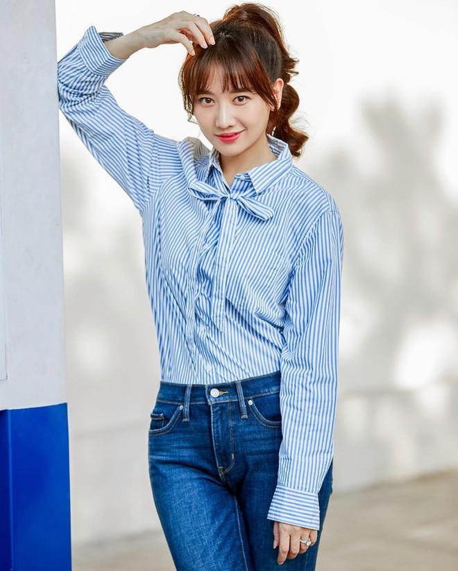 Đáng lẽ Hari Won nên mặc áo sơ mi nhiều hơn vì lần nào diện trông nàng cũng trẻ đẹp hết nấc! - ảnh 10
