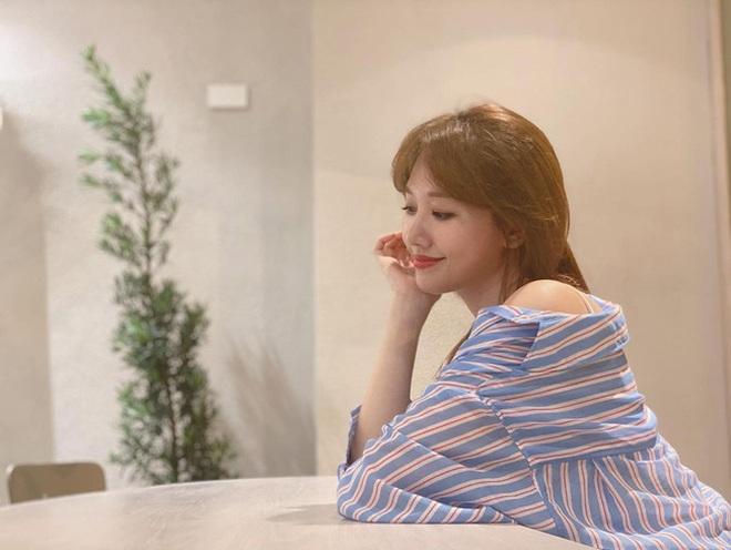 Đáng lẽ Hari Won nên mặc áo sơ mi nhiều hơn vì lần nào diện trông nàng cũng trẻ đẹp hết nấc! - ảnh 2