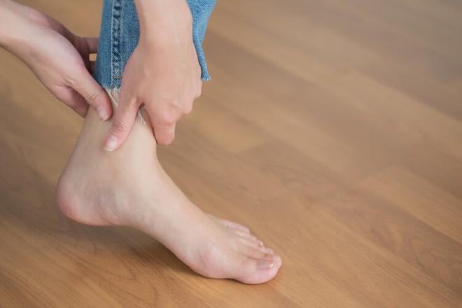 Cô gái 14 tuổi phải cắt cụt 2 chân vì ung thư xương, bác sĩ cảnh báo đây là căn bệnh nhiều người trẻ mắc phải trong độ tuổi dậy thì - ảnh 2