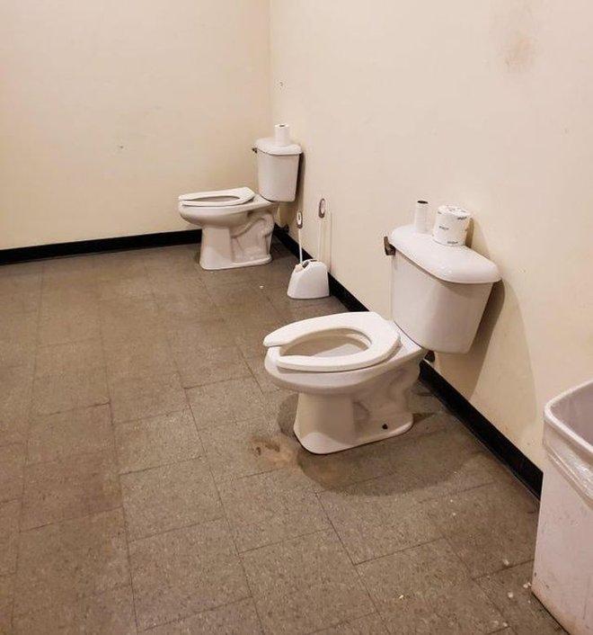 Tuyển tập những nhà vệ sinh hắc ám, nhìn xong là đủ kiên nhẫn nhịn đến lúc về nhà - ảnh 13