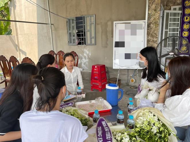 Đỗ Mỹ Linh, Tiểu Vy xót xa đến viếng bé gái 5 tuổi bị sát hại, hiếp dâm, Phương Anh tức giận gửi lời đến kẻ xấu - ảnh 4