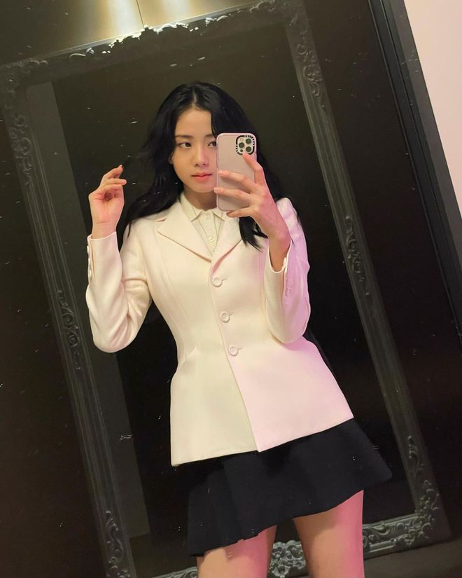 """Jisoo đụng áo Dior với 2 mỹ nhân Việt: Khánh Linh kiêu sa, Châu Bùi quằn quại"""" hơn nhưng liệu có lép vế? - ảnh 2"""