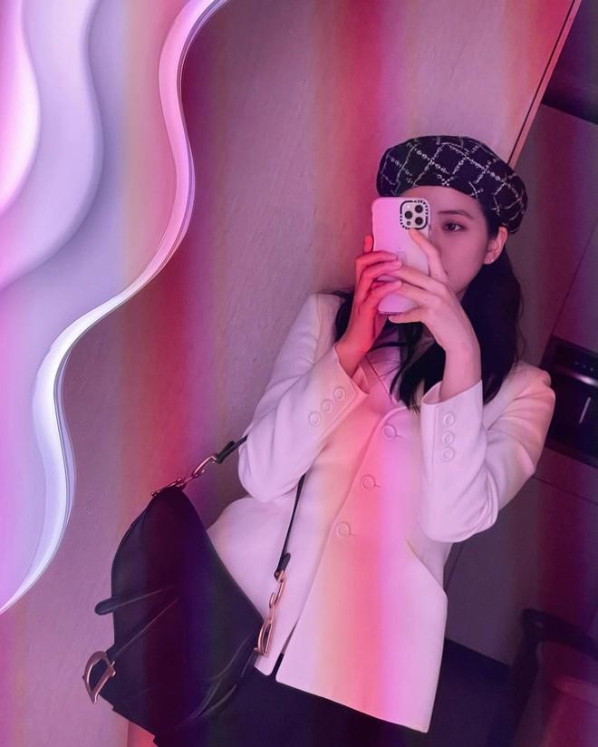 """Jisoo đụng áo Dior với 2 mỹ nhân Việt: Khánh Linh kiêu sa, Châu Bùi quằn quại"""" hơn nhưng liệu có lép vế? - ảnh 3"""