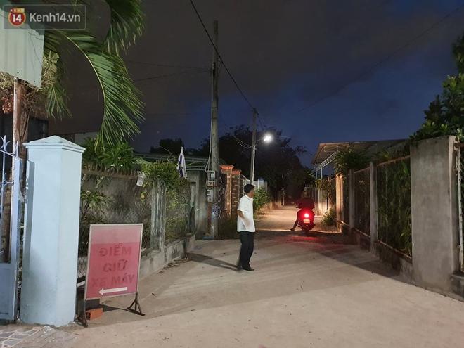 Ngôi nhà của kẻ sát hại, hiếp dâm bé gái 5 tuổi đóng kín cửa, không có người ra vào: Ổng như vậy tội cho đứa con đang đi học - ảnh 4