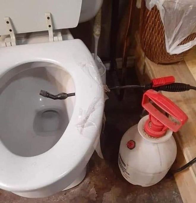 Tuyển tập những nhà vệ sinh hắc ám, nhìn xong là đủ kiên nhẫn nhịn đến lúc về nhà - ảnh 17