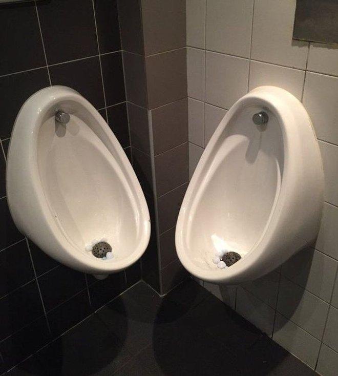 Tuyển tập những nhà vệ sinh hắc ám, nhìn xong là đủ kiên nhẫn nhịn đến lúc về nhà - ảnh 2