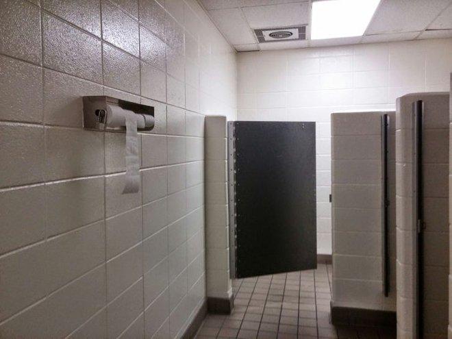 Tuyển tập những nhà vệ sinh hắc ám, nhìn xong là đủ kiên nhẫn nhịn đến lúc về nhà - ảnh 6