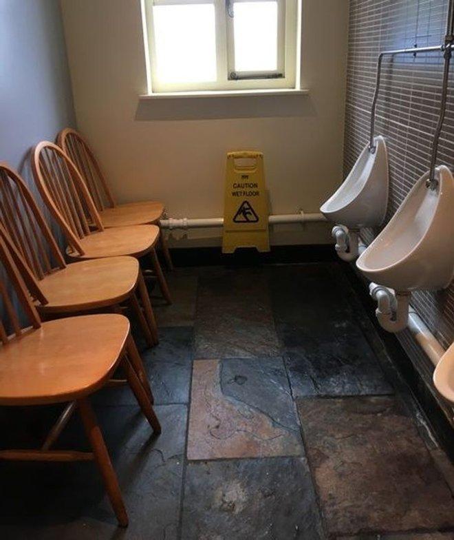 Tuyển tập những nhà vệ sinh hắc ám, nhìn xong là đủ kiên nhẫn nhịn đến lúc về nhà - ảnh 14