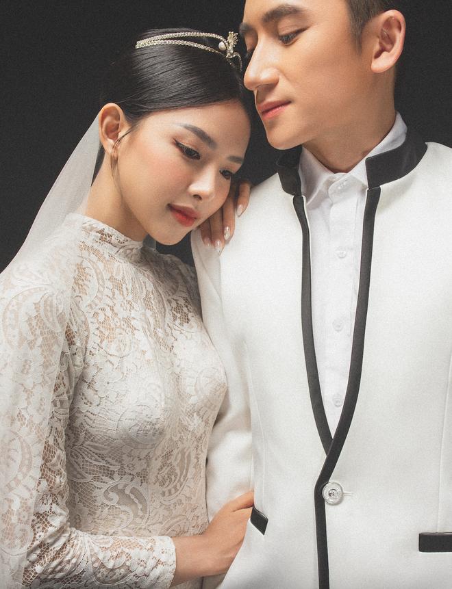 Cuối cùng Phan Mạnh Quỳnh đã tung ảnh cưới: Visual cô dâu chiếm spotlight, góc nghiêng của cặp đôi gây sốt - ảnh 5