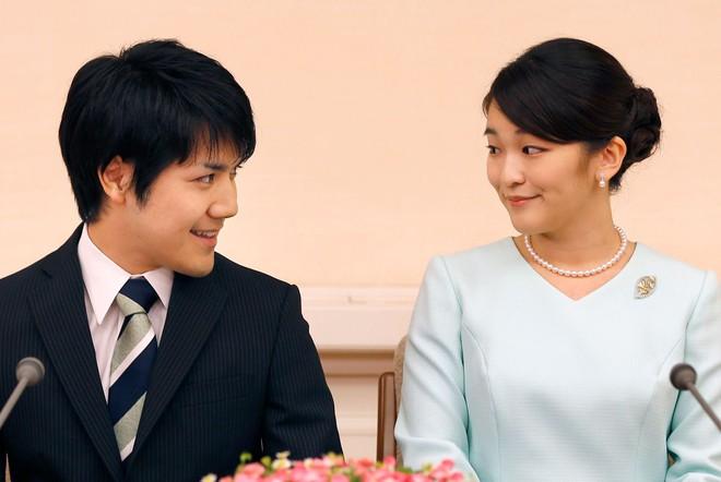 """Hôn phu của Công chúa Nhật Bản bị dân chúng ví như """"Meghan Markle nước Nhật"""", vì sao """"chàng trai vàng"""" một thời lại bị phản đối đến vậy? - ảnh 1"""