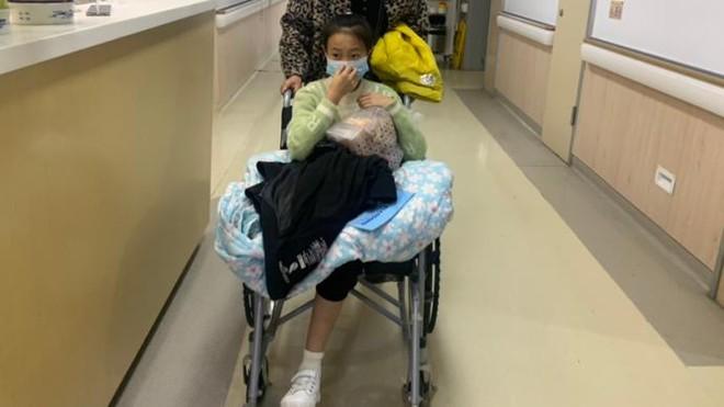 Cô gái 14 tuổi phải cắt cụt 2 chân vì ung thư xương, bác sĩ cảnh báo đây là căn bệnh nhiều người trẻ mắc phải trong độ tuổi dậy thì - ảnh 1