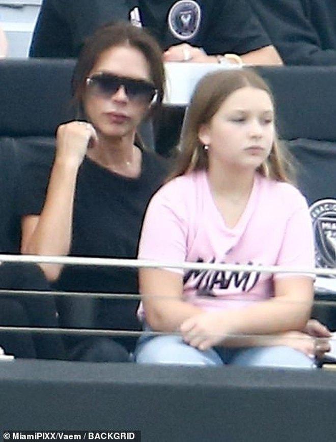 Nhà Beckham và thông gia tỷ phú hẹn hò: Brooklyn để bàn tay hư ôm hôn thê, át cả mẹ con Harper - Victoria và bố mẹ vợ - ảnh 5