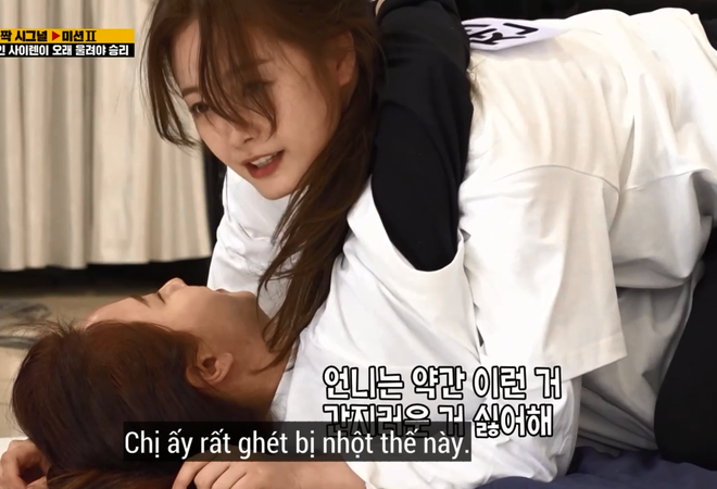 Song Ji Hyo đau khổ vì bị Jeon So Min... cưỡng hôn nhưng phản ứng của netizen mới bất ngờ - ảnh 3