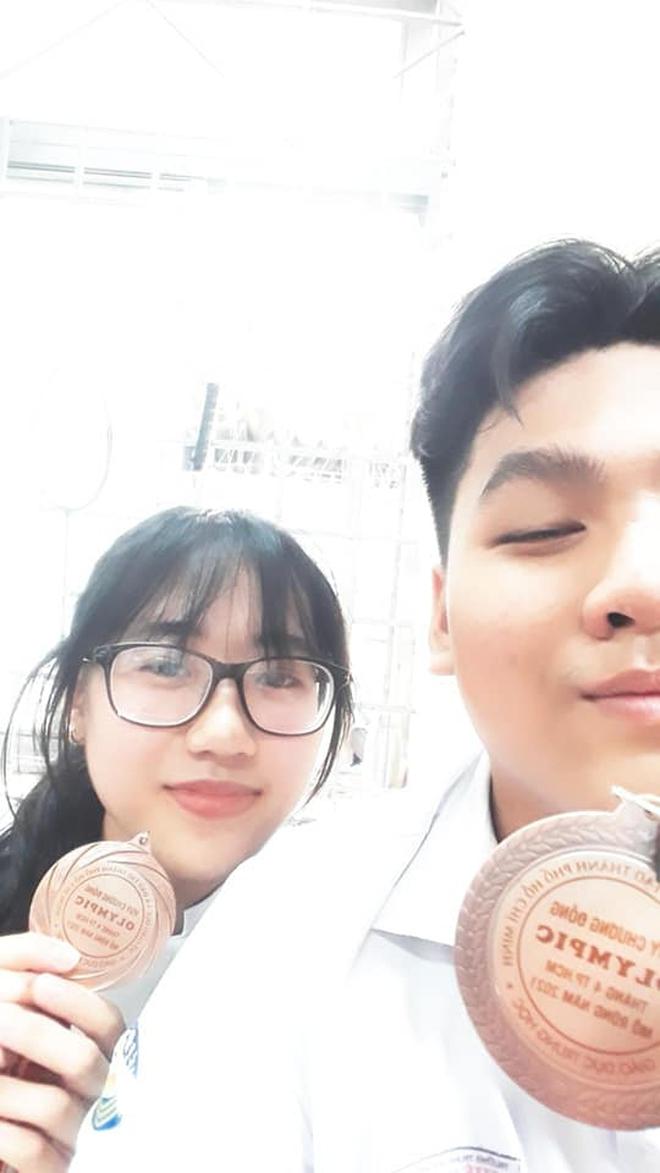 Cặp đôi yêu nhau nhờ cùng đi thi học sinh giỏi - ảnh 2