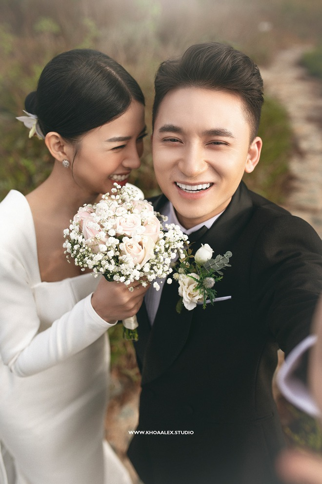 Giữa drama, Phan Mạnh Quỳnh và cô dâu hot girl bỗng lộ ảnh cưới chưa từng được công bố: Đẹp như phim thế này nhìn muốn cưới quá! - ảnh 1