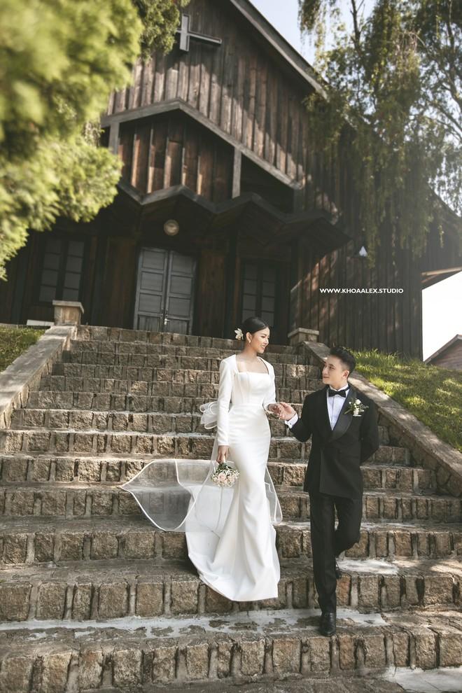 Giữa drama, Phan Mạnh Quỳnh và cô dâu hot girl bỗng lộ ảnh cưới chưa từng được công bố: Đẹp như phim thế này nhìn muốn cưới quá! - ảnh 8