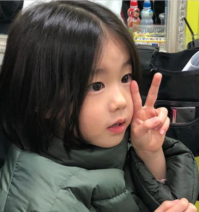 Nhan sắc sao nhí đang hot vì vừa gia nhập YG: Xinh như búp bê, chiếm spotlight khi đứng bên Park Min Young - Ha Ji Won - ảnh 8