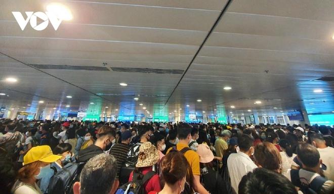 Họp khẩn bàn giải pháp xử lýùn tắc tại sân bay Tân Sơn Nhất - ảnh 1