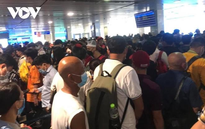 Họp khẩn bàn giải pháp xử lýùn tắc tại sân bay Tân Sơn Nhất - ảnh 3
