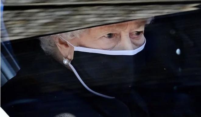 Động thái hiếm có của Nữ hoàng Anh khi truyền thông liên tục bàn tán về nghi vấn thoái vị, an dưỡng sau sự ra đi của người chồng 73 năm - ảnh 2