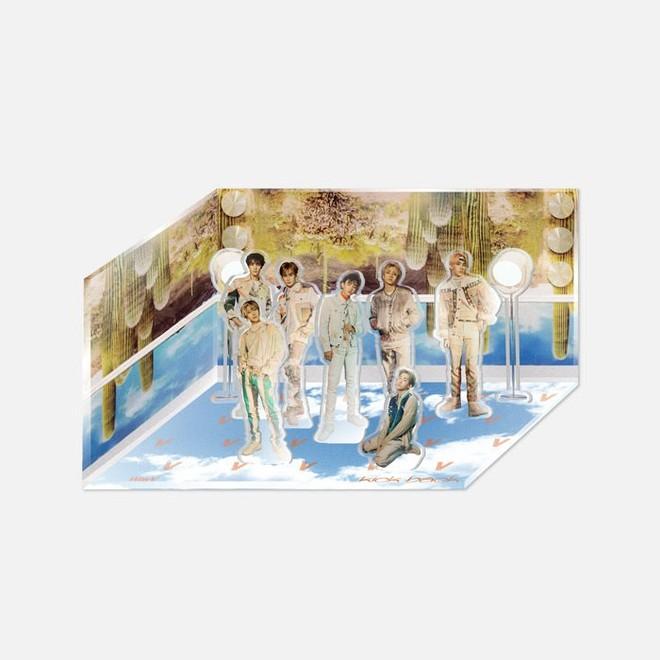 Nam idol vốn bị đối xử bất công giờ còn phải quỳ gối trong bộ goods mới, SM bị chỉ trích vì thiếu tôn trọng thành viên Trung Quốc - ảnh 1