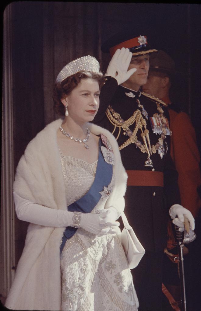 4 món quà chất đầy tâm tư mà Hoàng thân Philip tặng cho Nữ hoàng Anh, trở thành kỷ vật đi cùng bà suốt những năm tháng đẹp nhất đời - ảnh 3