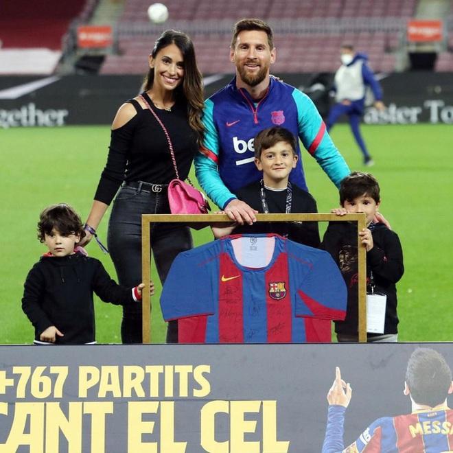 Động thái của vợ yêu Messi khiến fan Barca mừng húm - ảnh 2