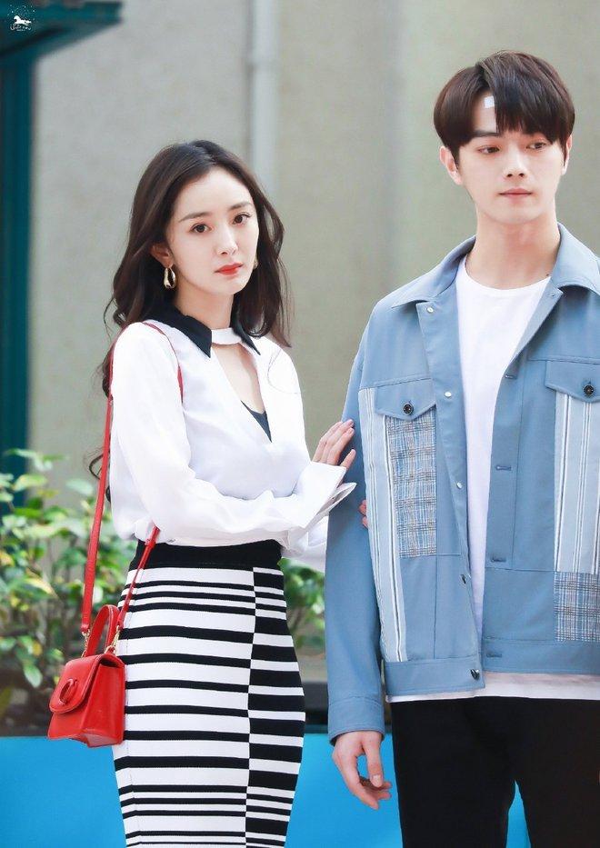 Fan chán ngán vì Dương Mịch - Hứa Khải diễn chẳng ra couple ở phim mới, có cảnh còn fail đến sượng trân - ảnh 8