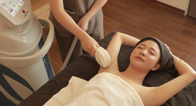 Hè đến là phải triệt lông: nên ra spa hay tự xử ở nhà thì ổn? - ảnh 1