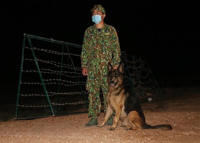 Trắng đêm phòng giặc COVID-19 ở biên giới Tây Nam - ảnh 3