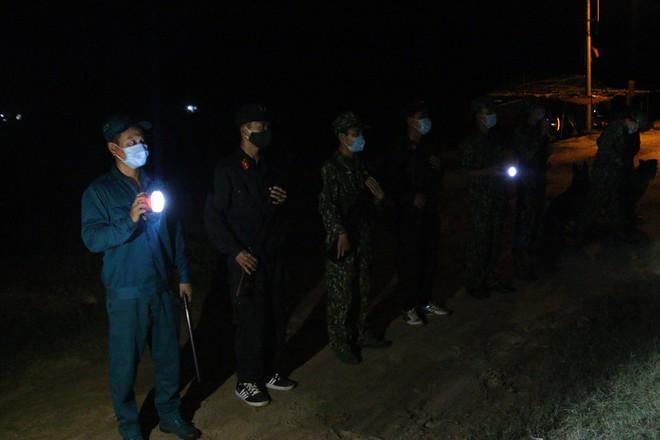 Trắng đêm phòng giặc COVID-19 ở biên giới Tây Nam - ảnh 8