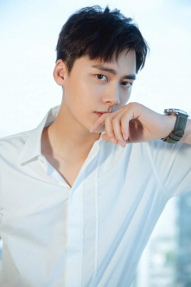 10 nam nghệ sĩ hot nhất Quý 1/2021: Cung Tuấn bứt phá mạnh mẽ nhưng vẫn không có cửa đọ với quán quân - ảnh 4