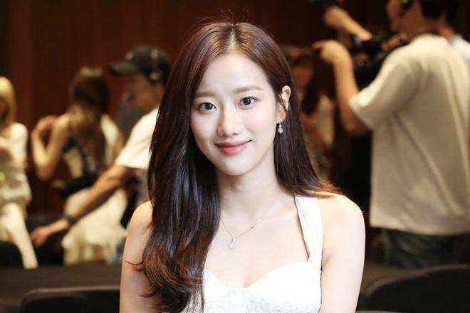 Drama chưa từng có ở Kpop: Bị thành viên bắt nạt, nữ idol bị cả... mẹ ruột của kẻ đầu têu hùa vào chế giễu trên truyền hình - ảnh 4