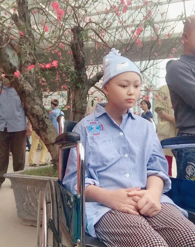 Cô bé 14 tuổi mất đi đôi mắt vì căn bệnh u não: 'Em ước một ngày lại được nhìn thấy ánh sáng mặt trời'