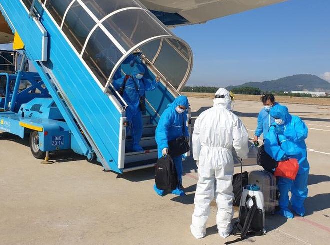 Thủ tướng yêu cầu tăng cường quản lý các chuyến bay đưa người nhập cảnh Việt Nam - ảnh 1