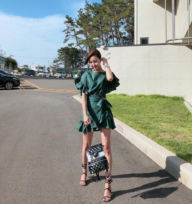 Váy quấn hack dáng vi diệu lắm, nhưng nếu không biết chiêu mặc đẹp này từ gái Pháp thì chưa 100% duyên dáng rồi! - ảnh 13