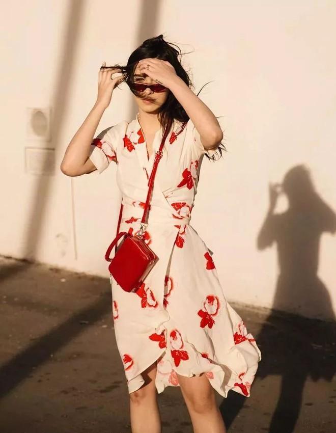 Váy quấn hack dáng vi diệu lắm, nhưng nếu không biết chiêu mặc đẹp này từ gái Pháp thì chưa 100% duyên dáng rồi! - ảnh 14