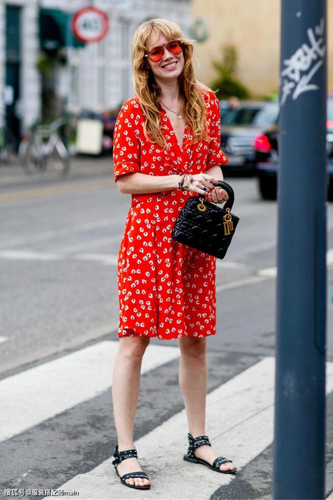 Váy quấn hack dáng vi diệu lắm, nhưng nếu không biết chiêu mặc đẹp này từ gái Pháp thì chưa 100% duyên dáng rồi! - ảnh 4