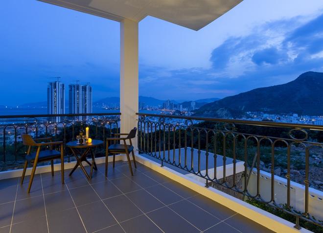 """Con trai xây villa 310m2 cho gia đình 4 thế hệ, địa thế """"lưng tựa núi, mặt hướng biển"""" đạt tiêu chuẩn vàng trong phong thuỷ - Ảnh 6."""
