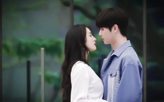 """Dương Mịch công khai hôn """"tình trẻ"""" khiến cả Weibo sốt xình xịch 001"""