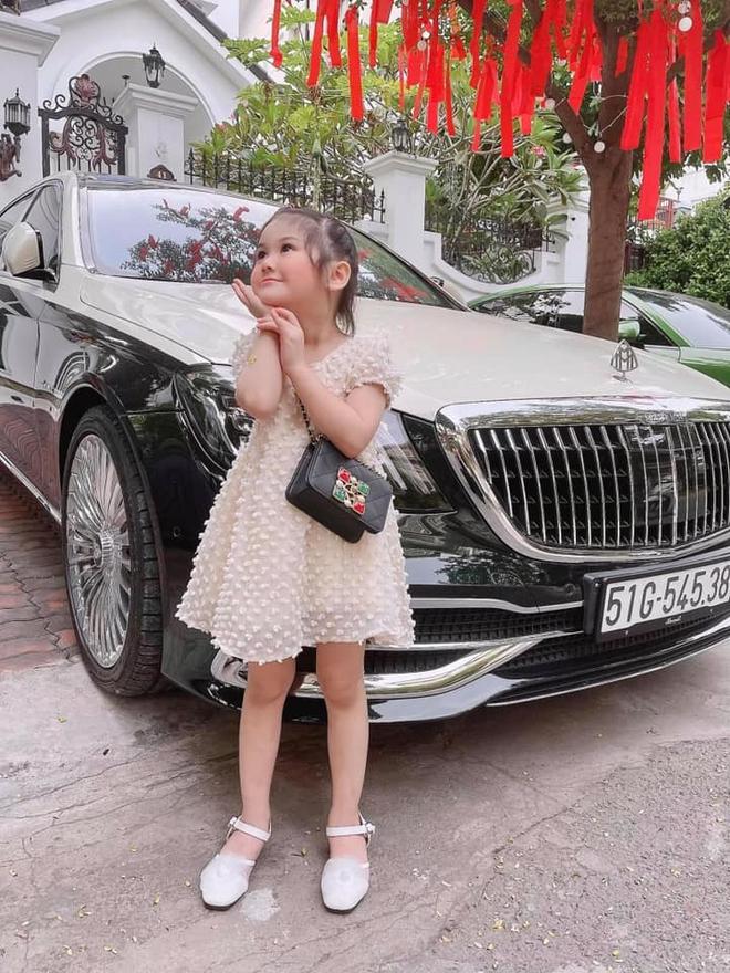 """3 """"rich kid"""" nhà đại gia có biệt thự gần 200 tỷ: Xinh như thiên thần, lấy đồ hiệu làm... đồ chơi từ nhỏ! - Ảnh 4."""