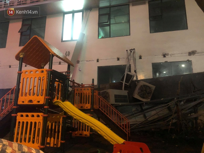 Cả giàn điều hòa ở chung cư Hà Nội bất ngờ đổ sập, rơi xuống sân chơi cho trẻ em - Ảnh 2.