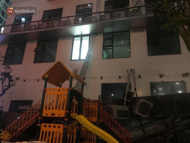 Cả giàn điều hòa ở chung cư Hà Nội bất ngờ đổ sập, rơi xuống sân chơi cho trẻ em - Ảnh 4.