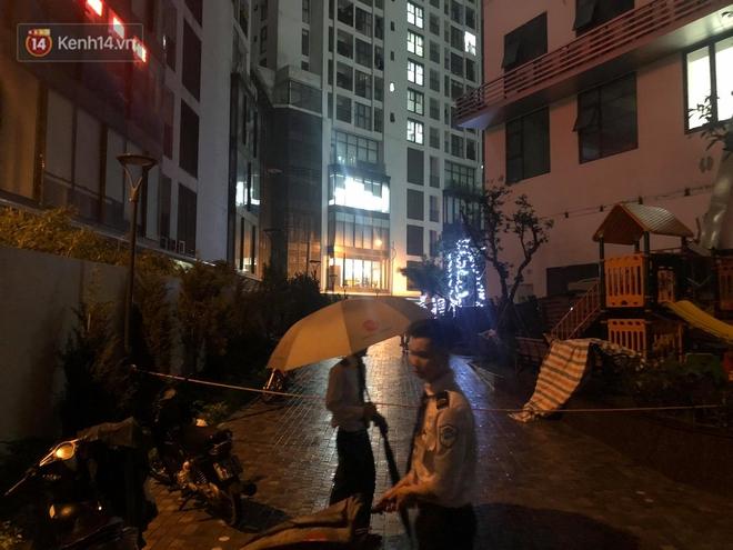 Cả giàn điều hòa ở chung cư Hà Nội bất ngờ đổ sập, rơi xuống sân chơi cho trẻ em - Ảnh 7.