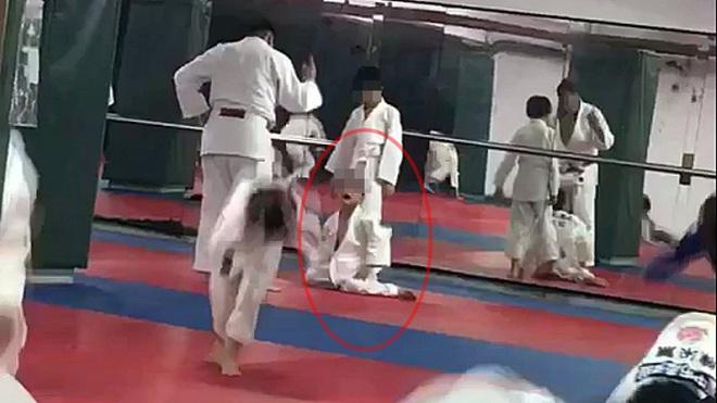 Cậu bé 7 tuổi chết não sau khi bị thầy giáo và bạn tập quật ngã 27 lần trong lớp Judo - ảnh 2