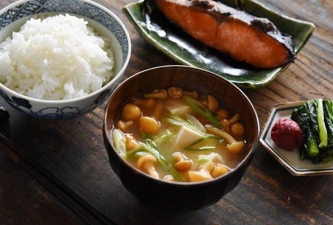 Cùng coi cơm là thực phẩm chính, tại sao người Nhật có tuổi thọ trung bình rất cao so với các nước? Hóa ra là nhờ 3 bí quyết - ảnh 3