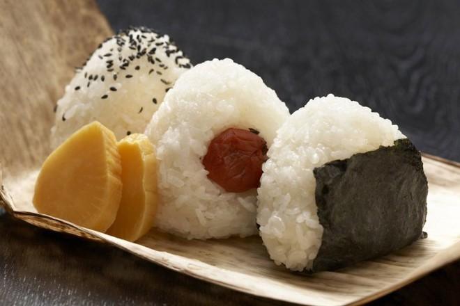 Cùng coi cơm là thực phẩm chính, tại sao người Nhật có tuổi thọ trung bình rất cao so với các nước? Hóa ra là nhờ 3 bí quyết - ảnh 2