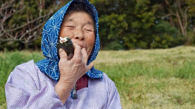 Cùng coi cơm là thực phẩm chính, tại sao người Nhật có tuổi thọ trung bình rất cao so với các nước? Hóa ra là nhờ 3 bí quyết - ảnh 1