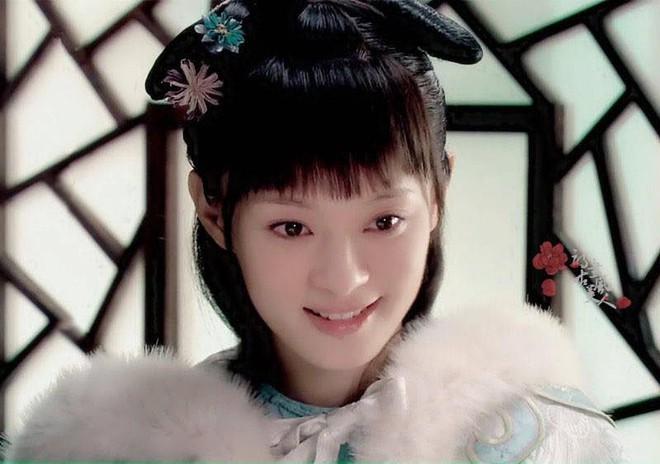 Ẩn ý phía sau búi tóc cồng kềnh của phụ nữ triều đại nhà Thanh: Tốn nhiều giờ tạo kiểu, cài đủ thứ lên đầu đâu chỉ để làm đẹp - ảnh 2
