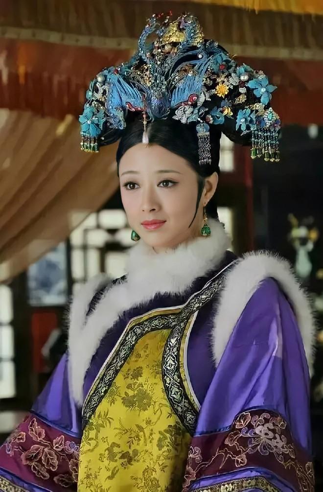 Ẩn ý phía sau búi tóc cồng kềnh của phụ nữ triều đại nhà Thanh: Tốn nhiều giờ tạo kiểu, cài đủ thứ lên đầu đâu chỉ để làm đẹp - ảnh 3